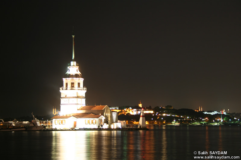 Maiden's Tower (Kiz Kulesi) Photo Gallery 1 (At Night) (Istanbul)
