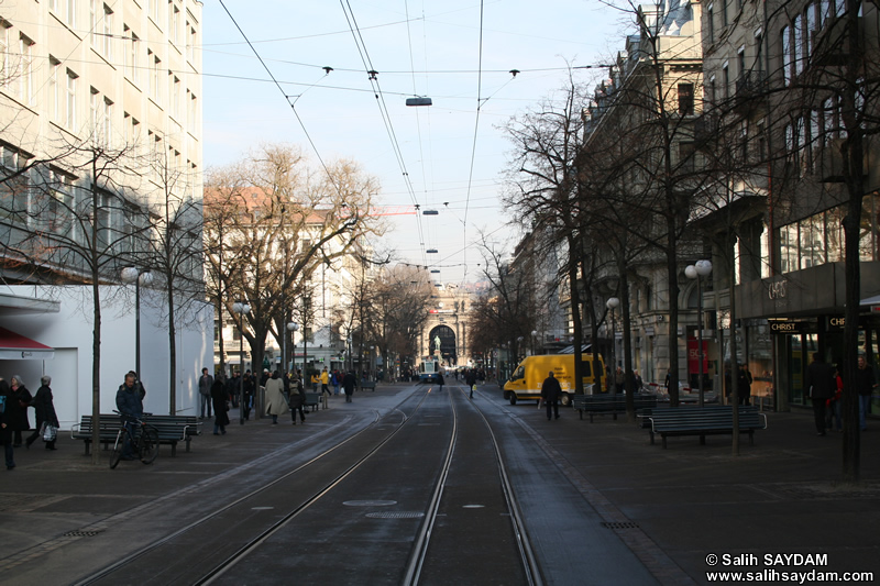 Zurich Photo Gallery 3 (Bahnhof Street (Bahnhofstrasse)) (Switzerland)